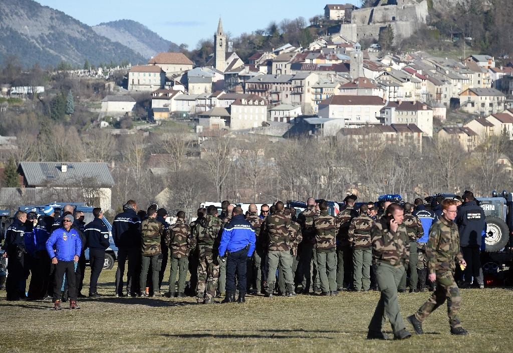 French gendarmes get ready to search the crash site of the Airbus A320 of the low-cost carrier Germanwings as part of the search operations, on April 2, 2015 in Seyne-les-Alpes, south-east France (AFP Photo/Pascal Guyot)