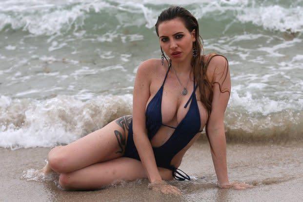 Annalisa Santi Se Desnuda Porque Está Triste En Miami