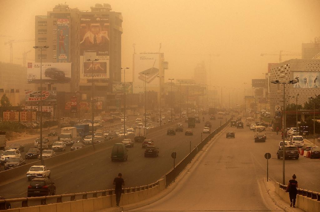 Cars drive on Dbayeh Highway, north of Beirut, as a sandstorm blows over the Lebanese capital on September 8, 2015 (AFP Photo/Joseph Eid)