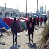 Hollande says Calais migrants to be dispersed around France