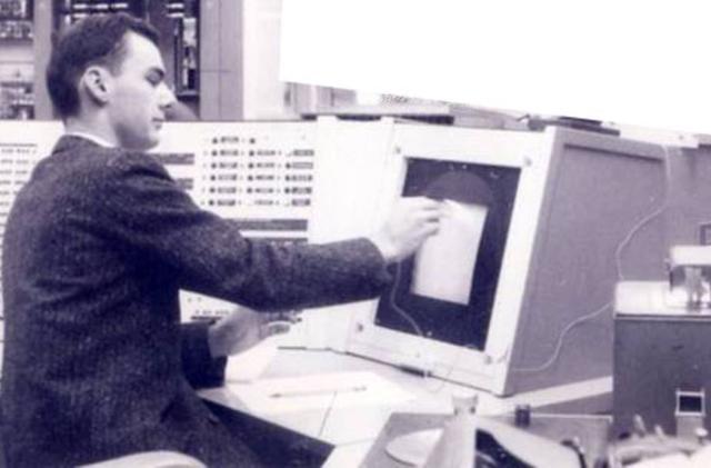Early internet pioneer Larry Roberts dies at 81