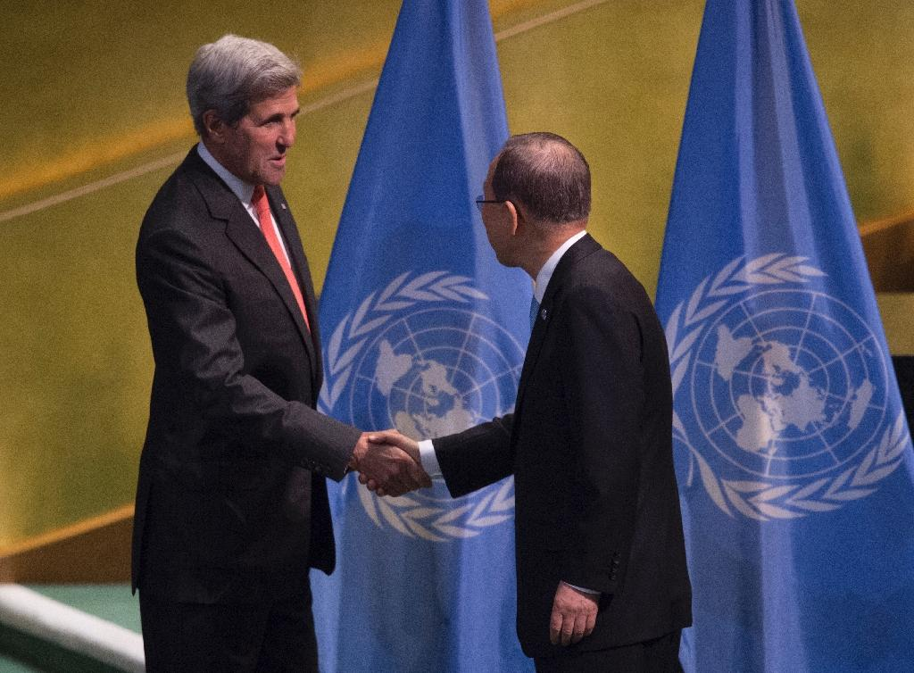 UN Secretary General Ban Ki-moon(R)poses for a photo with US Secretary of State John Kerry at the United Nations during the Entry into Force of the Paris Agreement September 21, 2016 (AFP Photo/Don Emmert)