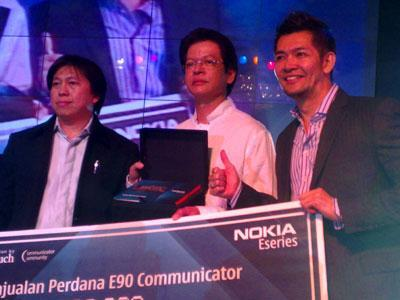 First Nokia E90 Communicator auctioned off for $5000