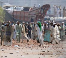 Deadly clashes after Islamists take police hostage in Pakistan's Lahore