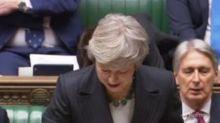 Accordo sulla Brexit, il governo May perde i pezzi