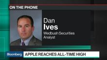 Trade Deal Will Send Apple's Bears Into Hibernation, Analyst Ives Says