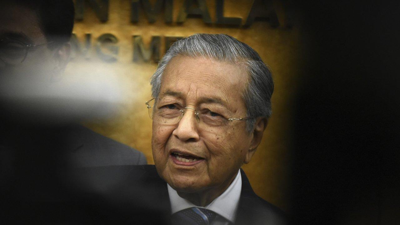 Mahathir's Malaysia bans all Israeli nationals from events it hosts
