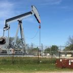 Oil prices steady amid U.S. unemployment, fuel demand concerns