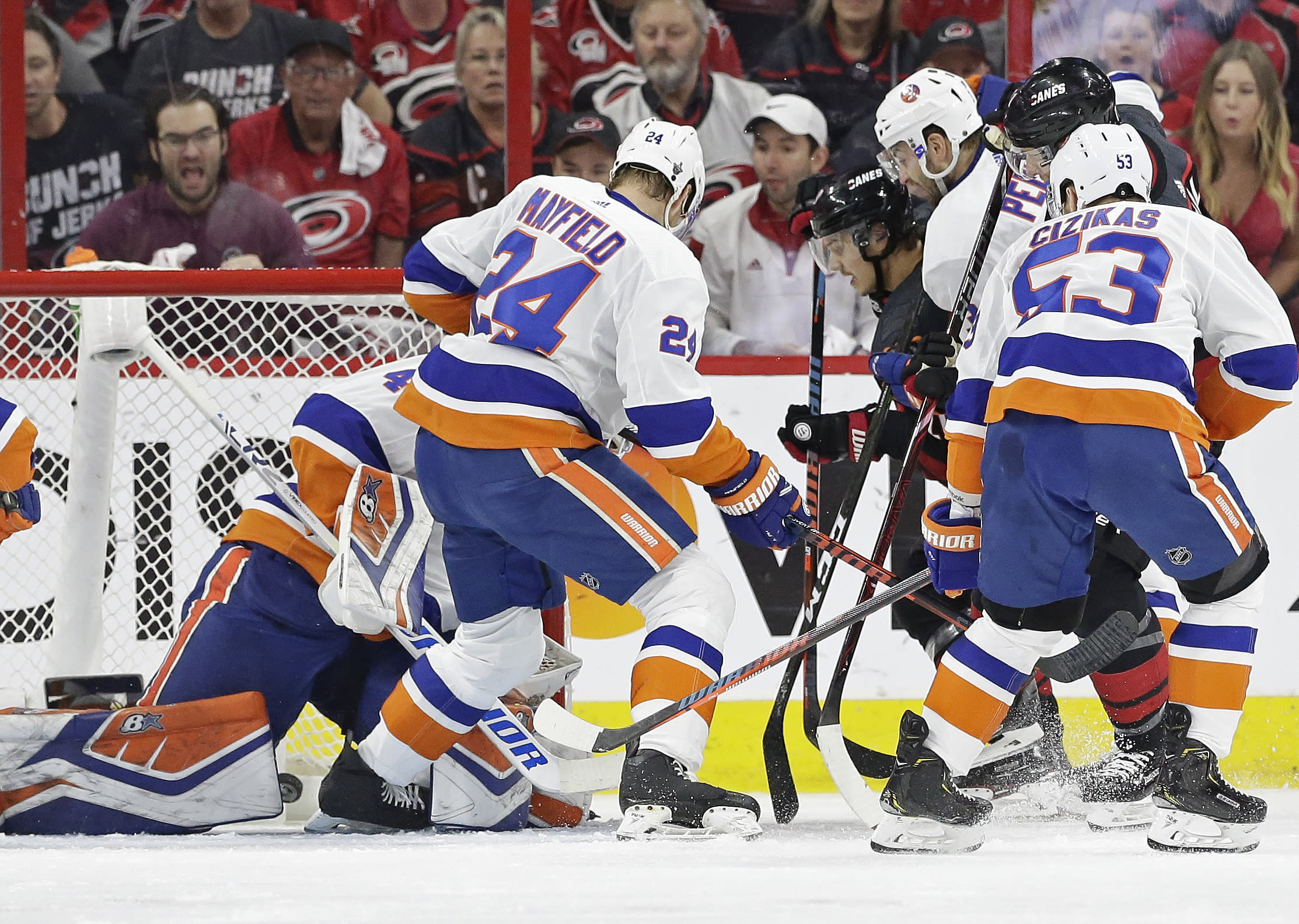 size 40 e996f e9b25 Trotz switches goalies, but Islanders can't avoid sweep