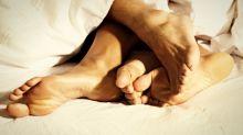 Intimer geht's kaum: Das ist der neue Sex-Trend Swaddling
