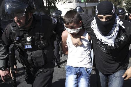 Israeli police detain a Palestinian youth following clashes after Friday prayers in the East Jerusalem neighbourhood of Wadi al-Joz October 24, 2014. REUTERS/Finbarr O'Reilly