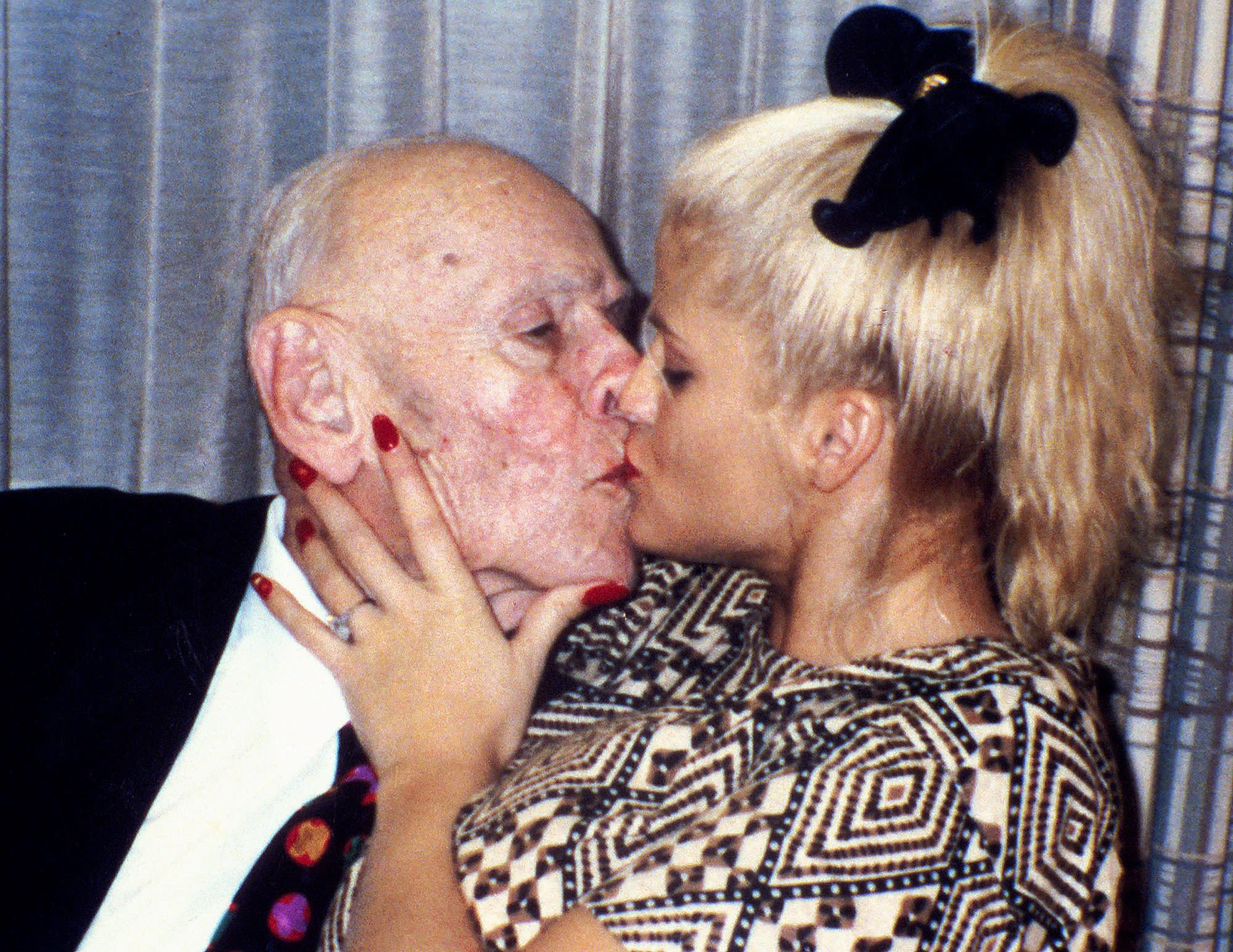 Старые с молодыми бесплатно, Старые и молодые в домашнем порно видео смотреть 29 фотография