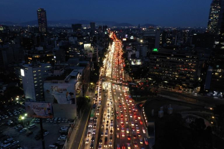 Aerial view of rush hour in Mexico City on November 20, 2019 (AFP Photo/Pedro PARDO)