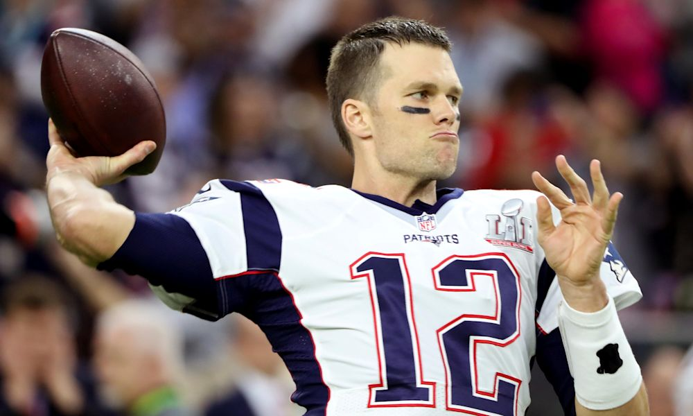 Brady misses Patriots' White House visit as Gronkowski interrupts Sean Spicer