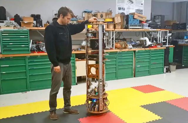 Simple robot roams around using just a ball motor