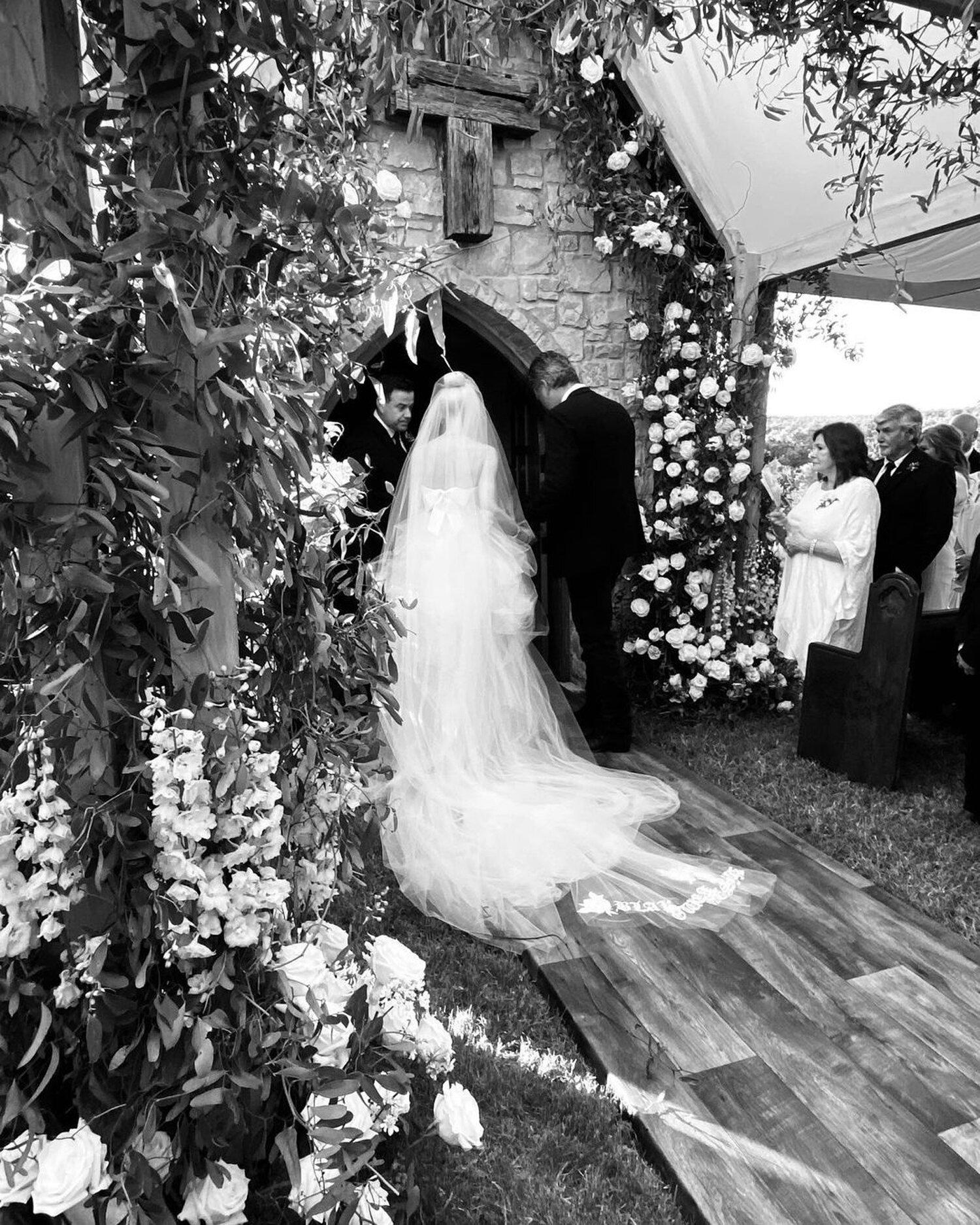 Gwen Stefani Posts Never-Before-Seen Wedding Photo, Wishes Blake Shelton: 'Happy 2 Week Anniversary'