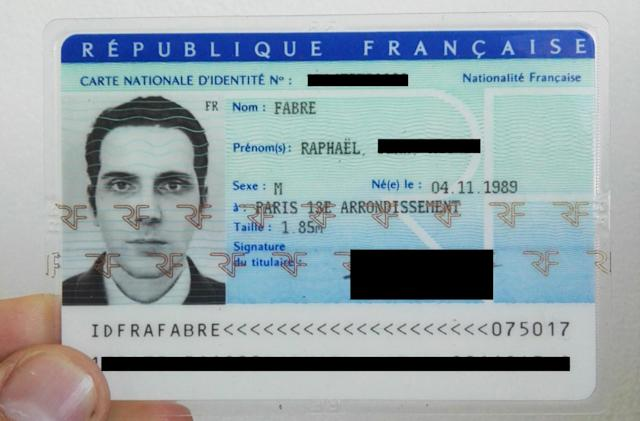 Using a 3D render as a French ID card 'photo'