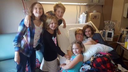 Mother of 5 donates kidney to single mom she just met