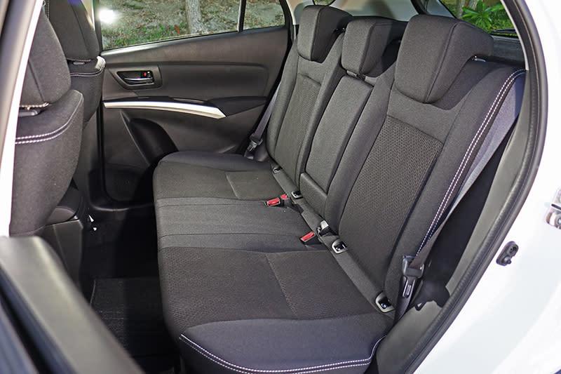 座椅改以織布材質包覆,除可6/4分離外,並且具備兩段傾角可調功能。
