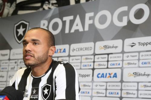 Roger 'cobra' maior tempo em campo e pede para jogar estreia da Taça Rio
