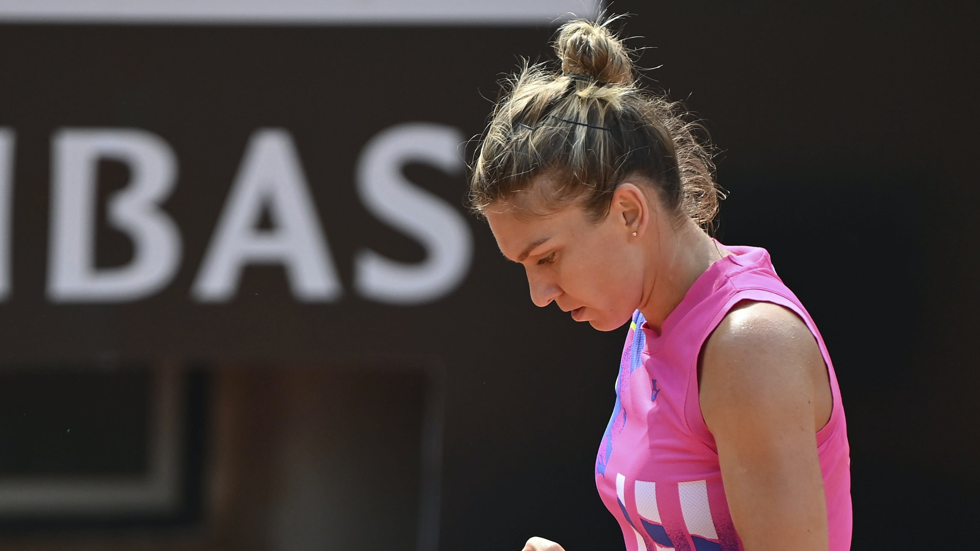 Simona Halep reaches Italian Open semis after Yulia Putintseva retires injured