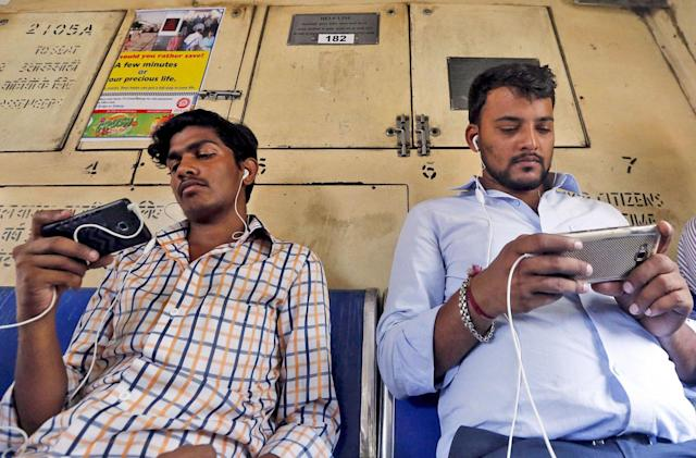 Facebook begins selling low-cost WiFi in India