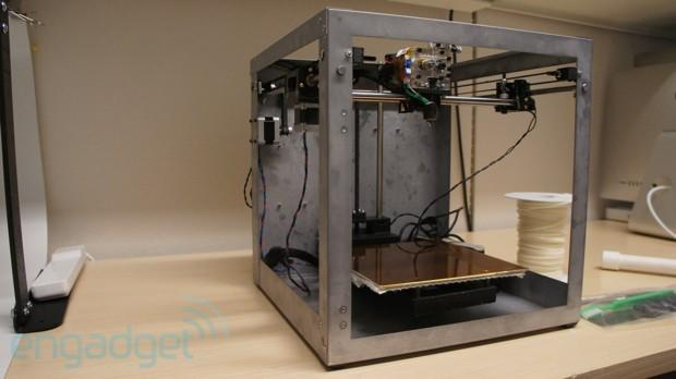 Solidoodle 3 is an $800 3D printer that you can stand on, we go hands (and feet) on (video)