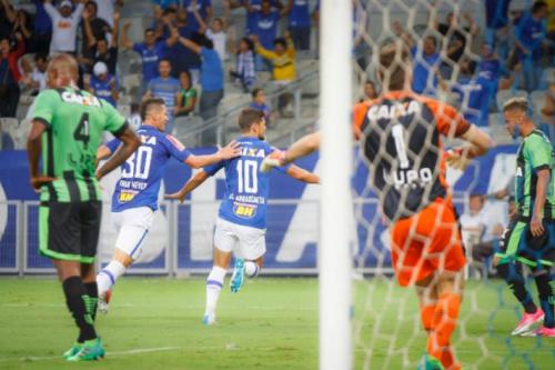 """Artilheiro da noite, Arrascaeta divide gol com Hudson: """"fez 99% da jogada"""""""