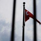 Qatar to aid Turkey, currency rallies but U.S. says tariffs to stay