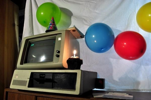 The IBM PC turns 30, we hurt our hands giving it birthday punches