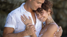 Sarah Hyland and Wells Adams are engaged! See his 'Bachelor'-style proposal