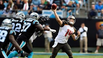 After trading Tannehill, Dolphins sign Fitzpatrick