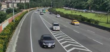 國道用路人注意 下匝道跨越槽化線最高罰6千