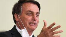 'Ninguém pode obrigar ninguém a tomar vacina', diz Bolsonaro a apoiadora