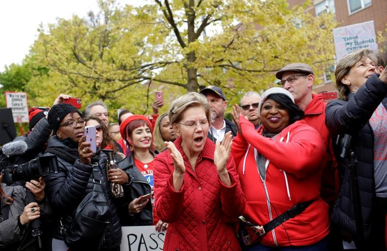 Democratic presidential candidate Senator Elizabeth Warren yells as she visits a picket line of striking teachers in Chicago