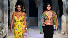 Premiere für Versace: Das Modehaus begeistert mit Curvy-Models auf dem Laufsteg