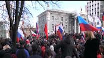 Raw: Pro-Russia Demonstrators Clash With Police
