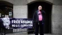 L'artiste Ai Weiwei manifeste silencieusement pour la libération de Julian Assange