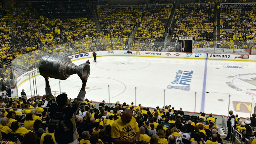 Penguins fan refuses treatment for stab wound to head until after game