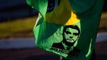 Alguém ainda acredita no papo anti-sistema de Bolsonaro?