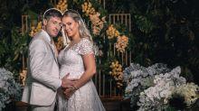 Carol Dantas e Vinícius Martinez se casam no interior de São Paulo