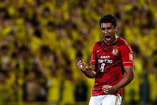 Pubblicità con una pornostar: il Guangzhou 'perdona' Paulinho