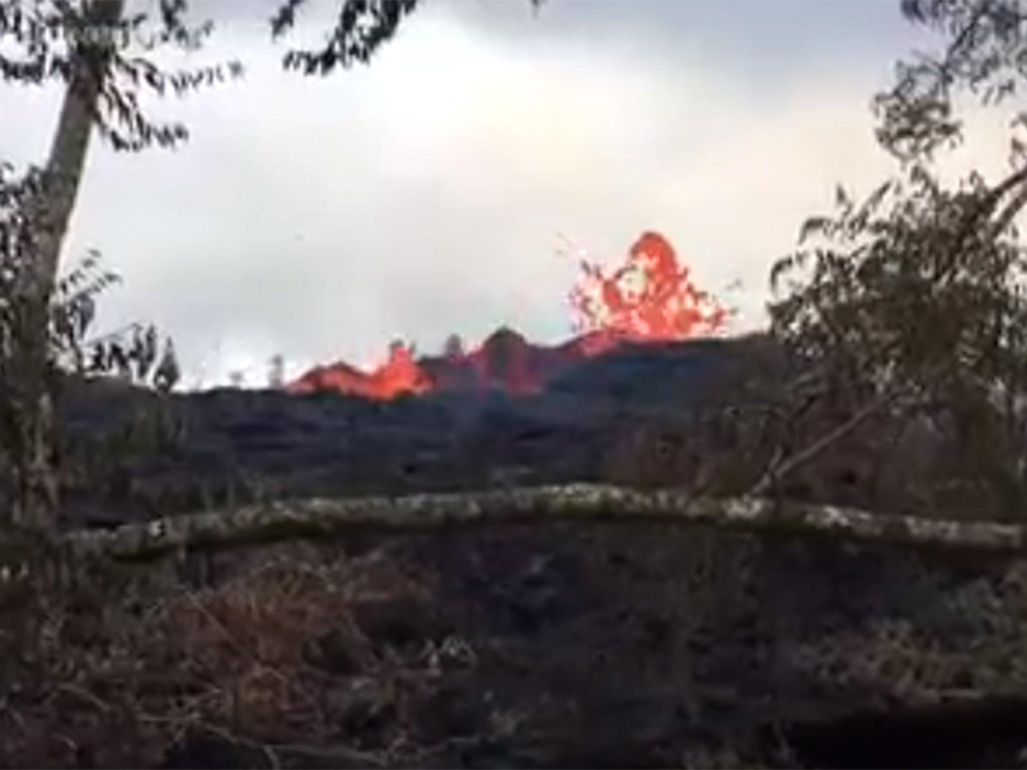 Hawaii volcano latest: Giant new fissure opens, flinging ballistic rock and lava bombs into sky