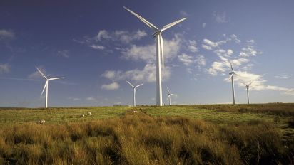 La Scozia sta producendo il doppio dell'energia elettrica che ha bisogno, grazie alle turbine eoliche