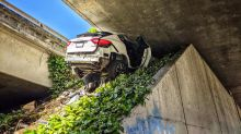 Man fleeing police crashes, wedges Maserati under freeway