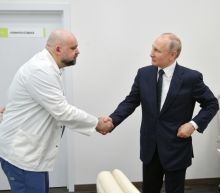Russia's top coronavirus doctor who met Putin tests positive