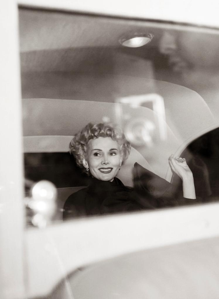 Us actress Zsa Zsa Gabor smiles in a car during her travel in Paris, on April 10, 1954 (AFP Photo/)