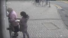 Una anciana británica frustra su propio robo a empujones y tirones de pelo