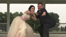Após morte do namorado, estudante vai ao baile de formatura com o sogro
