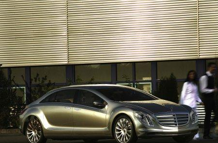 Mercedes-Benz aiming to ditch petroleum by 2015?